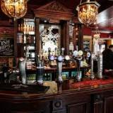 A London Pub<br />photo credit: naviquan.com
